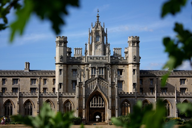 Que sont les examens de Cambridge (First, advanced…) ?