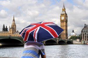 Etudiant à Londres pour préparer au test du TOEIC devant BIG BEN