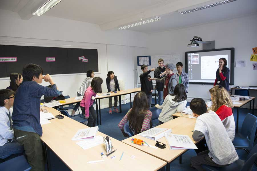 Comment apprendre une langue étrangère ? Interview de Henry Tyne au salon Expolangues
