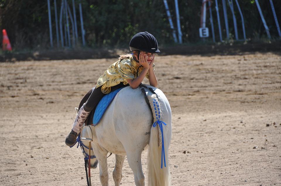 enfant-equitation-cheval-manege